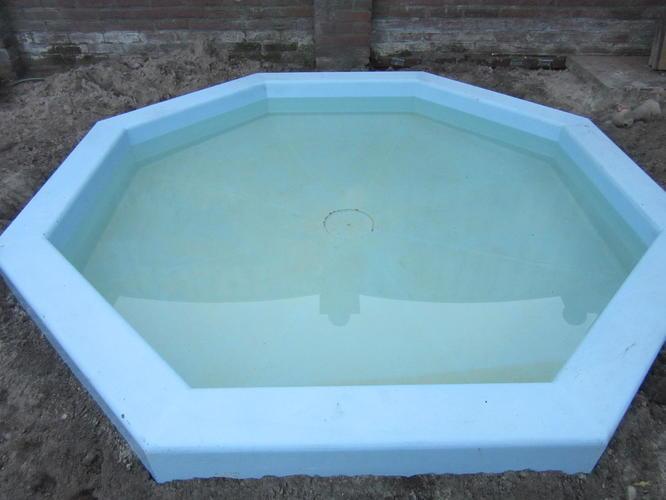 Polyester zwembad verven spuiten werkspot for Polyester zwembad plaatsen