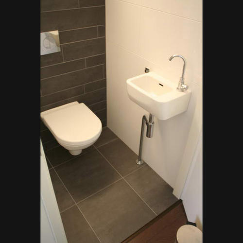 Wc verbouwen slopen tegelen hangend toilet wastafel for Tegels wc voorbeelden