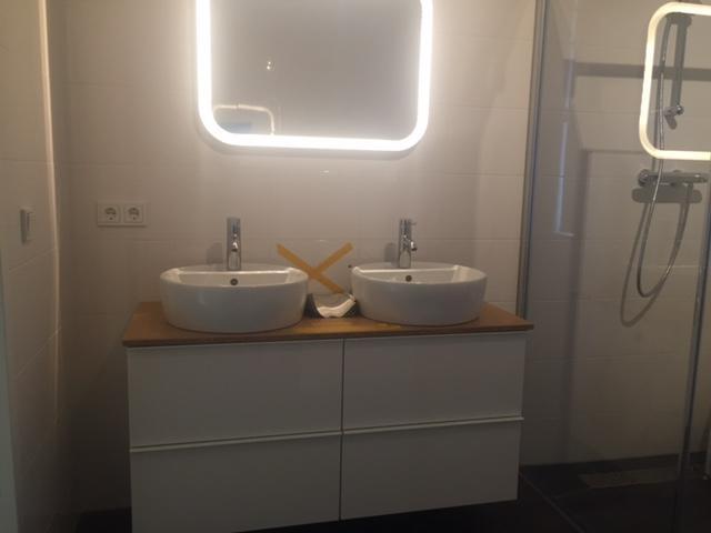 Badkamer Meubel Ikea : Reeds opgehangen badkamermeubel ikea aansluiten afvoer