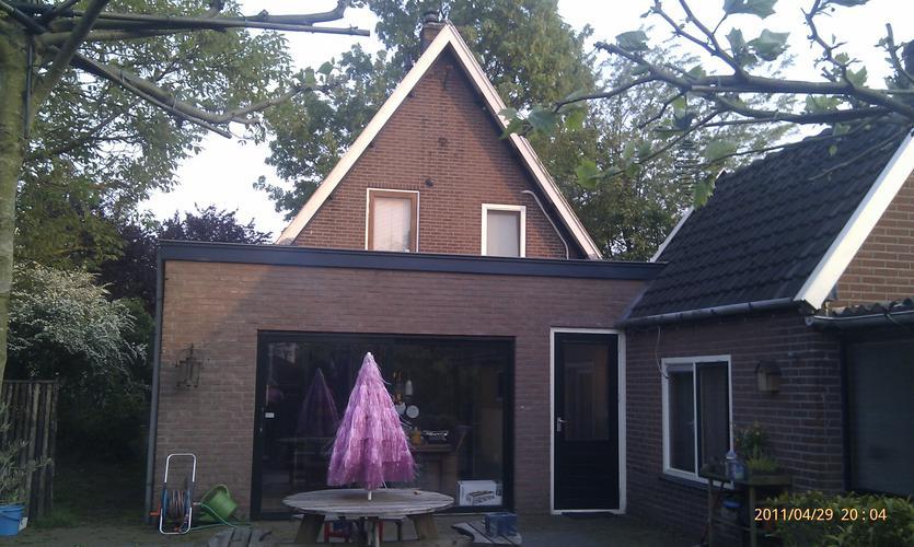 Doortrekken schuin dak over bestaande aanbouw - Werkspot