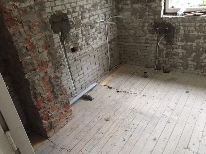 Badkamer vloer lichtgewicht beton storten met afschot en for Betonstuc zelf aanbrengen