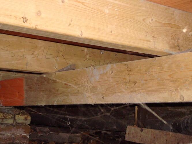 Houten Vloer Veert : Stabiliseren en isoleren houten balkenvloer woonkamer en gang van w