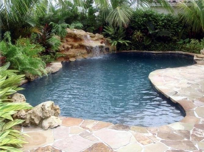 Aanleg natuurlijk uitziend zwembad werkspot for Zwembad plaatsen in tuin