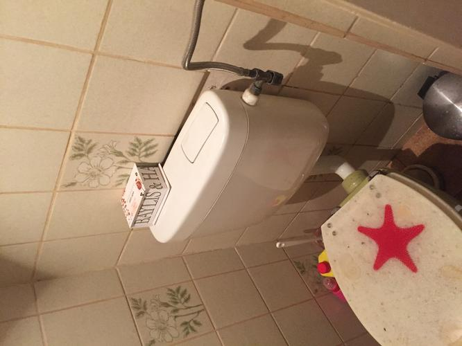 Toilet vervangen voor hangend toilet fontein toevoegen wanden