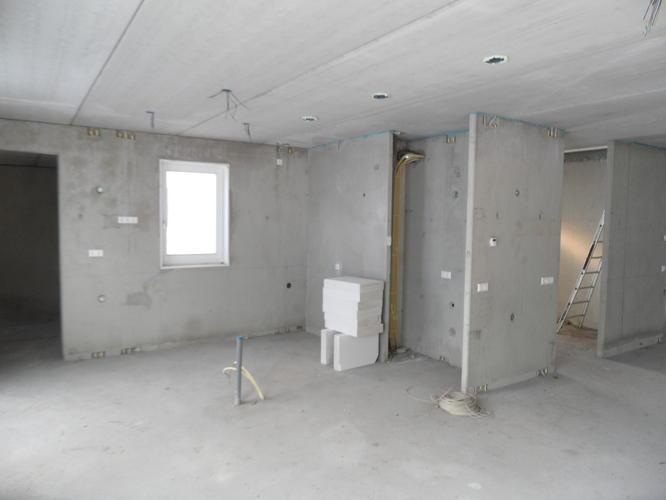 Eerst plafond of muren stucen for Wat kost stucen per m2