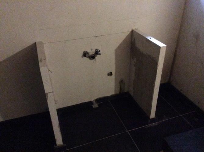 Gestucte Muur Badkamer : Vrijstaande muurtjes in badkamer stucen werkspot