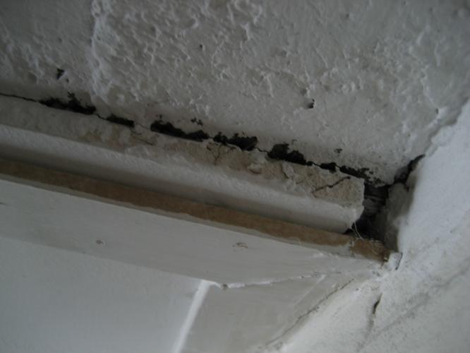 verwijderen van ongeveer 35m2 asbest plafond platen in 4 ruimtes werkspot. Black Bedroom Furniture Sets. Home Design Ideas