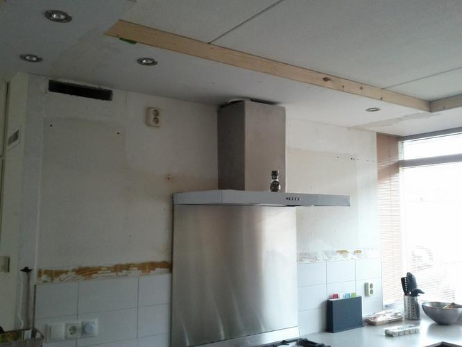 Stuken keuken afwerking plafond werkspot for Wanden nieuwbouwwoning afwerken