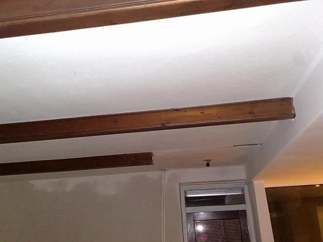 Sierbalk op plafond repareren werkspot - Plafond met balk ...