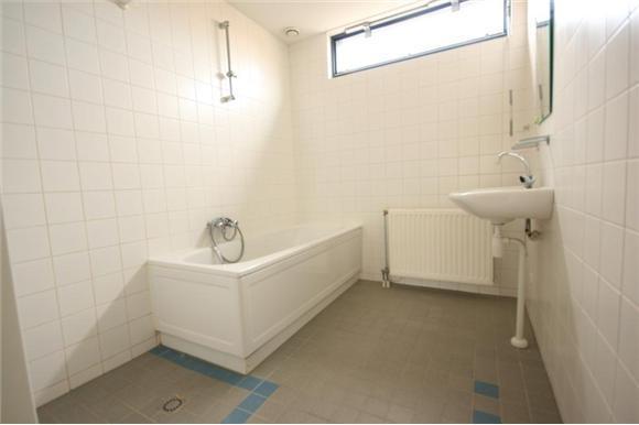 Betegelen badkamer 27 5 m2 zwolle werkspot - Betegelen van natuurstenen badkamer ...