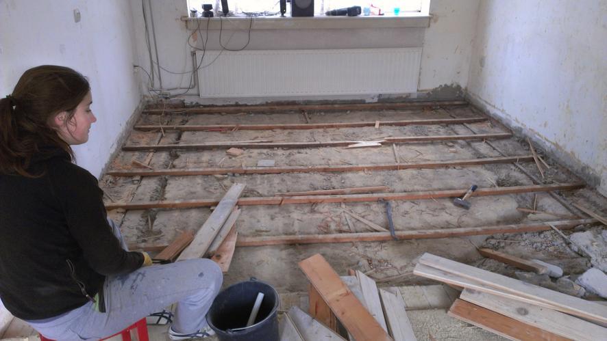 Houten vloer vervangen of vloer vervangen door betonnen vloer met v werkspot - Hardhouten vloeren vloerverwarming ...