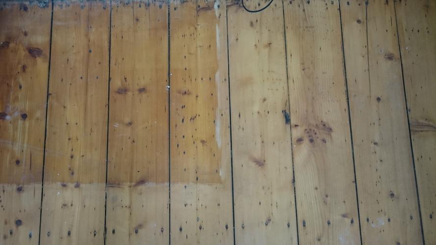 Oude houten vloer schuren en oliën werkspot
