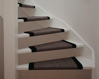Open trap en voorzolder stofferen werkspot for Hout voor traptreden