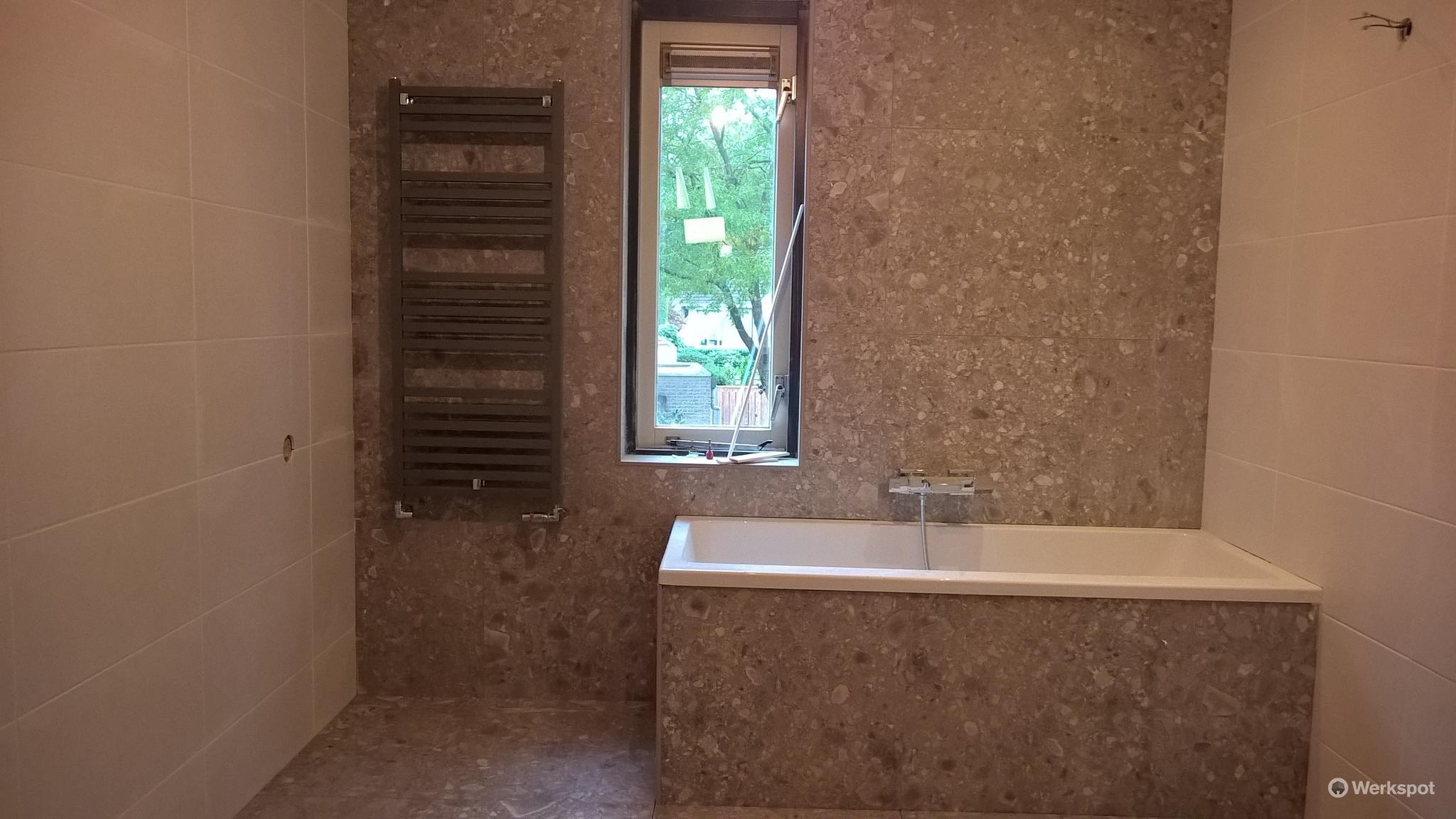 Nieuwe Badkamer Plaatsen : Plaatsen nieuwe badkamer werkspot