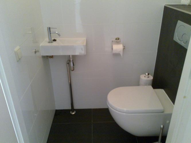Hangend Toilet Plaatsen : Toilet betegelen en hangend toilet plaatsen werkspot