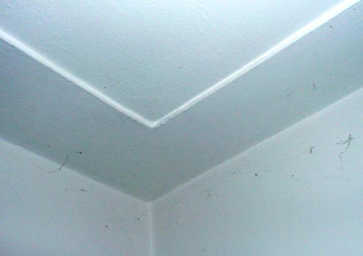 Stucen 30m2 plafond en aanbrengen sierlijst werkspot for Plafond sierlijst