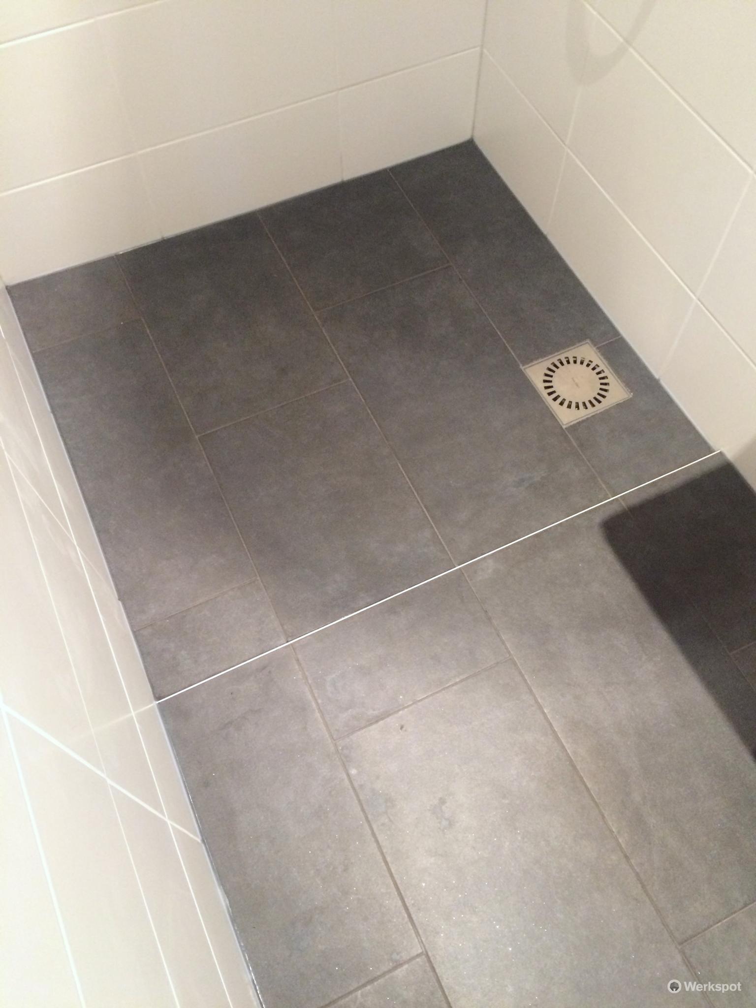 tegels zetten badkamer 1 05 x 2 25 meter over bestaande terazzo
