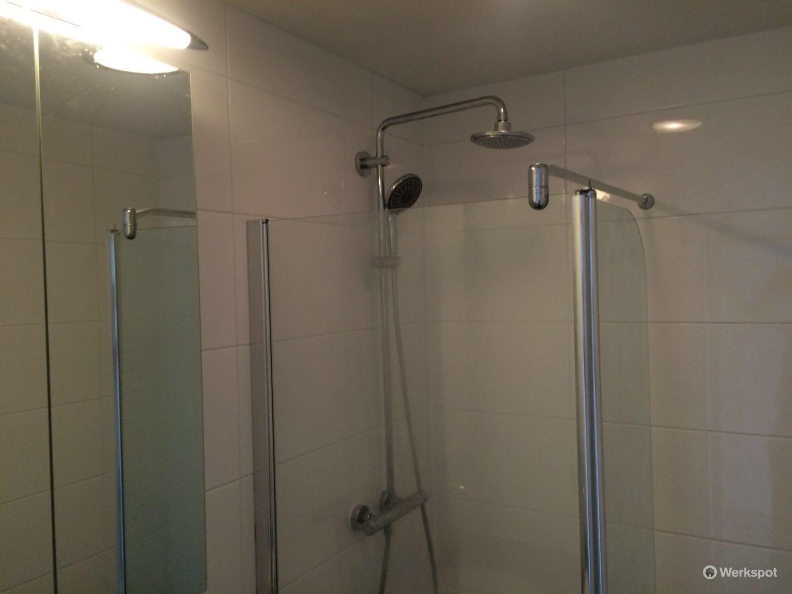 badkamer opnieuw betegelen - Werkspot