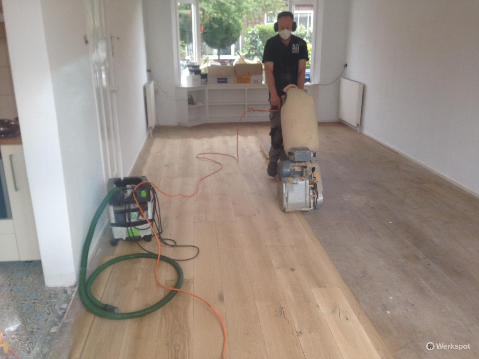 Schuren houten vloer werkspot