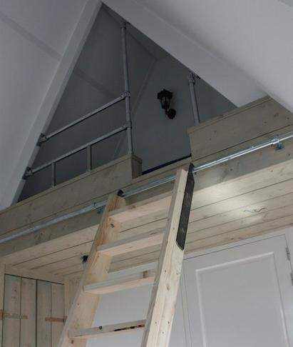 Slaapplateau zolder werkspot - Huisje met vide ...