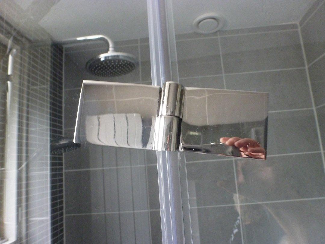 Glazen douchedeur opnieuw afhangen werkspot