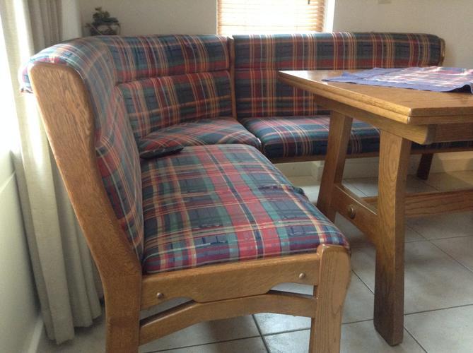Stofferen duitse eethoek met 2 stoelen werkspot