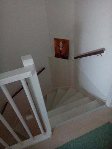 Schuren en afwerken trappenhuis tbv stoffering werkspot - Trap toegang tot zolder ...