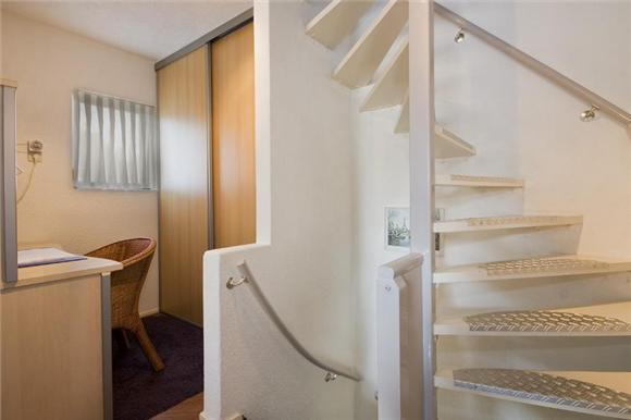 Plaatsen vaste trap naar zolder werkspot for Zelf zoldertrap maken