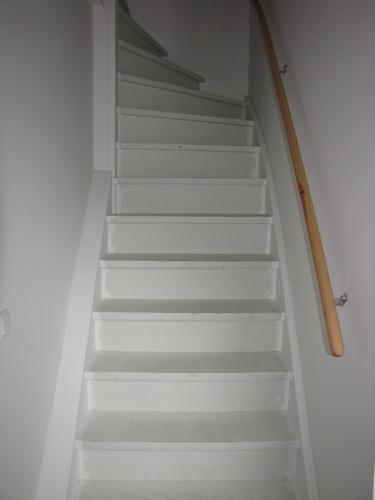 Trap verven schilderen werkspot - Verf kleur voor donkere gang ...