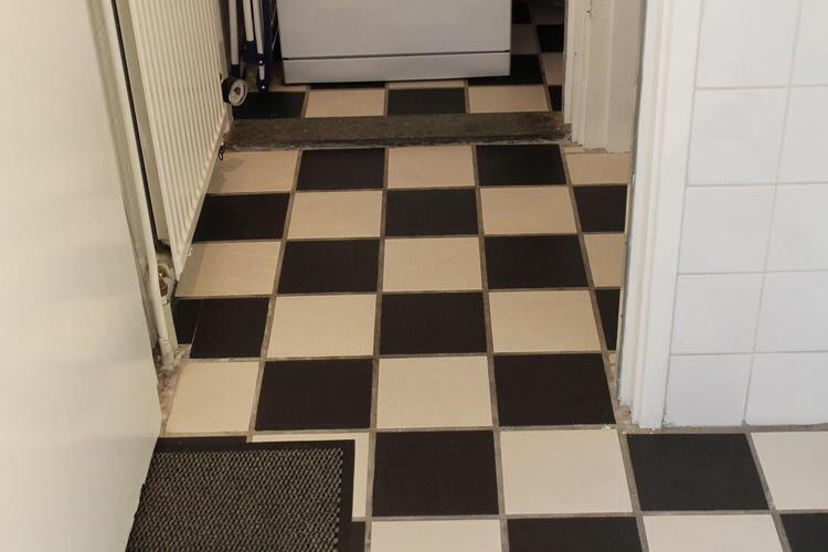 Vinyl Voor Keuken : Vinyl vloer leggen keuken 6m2 werkspot