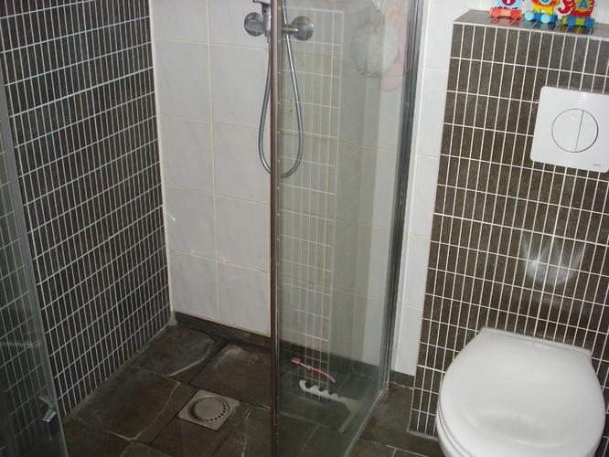 badkamer betegelen bad plaatsen spatwand werkspot
