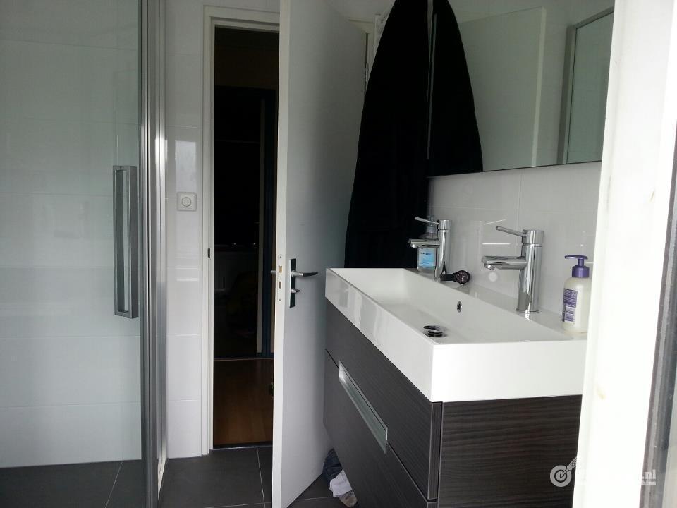 Nieuwe Badkamer Plaatsen : Nieuwe badkamer plaatsen bad toilet wc wastafel werkspot