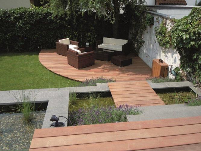 Inkopen en plaatsen van houten terras in de tuin ong 8m2 werkspot - Houten terras en tegels ...