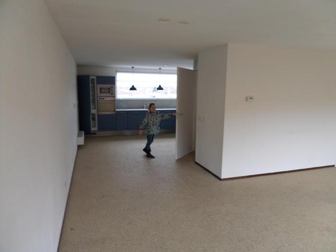 verwijderen grint vloer woonkamer en hal-plus cement dek vloer plaa ...