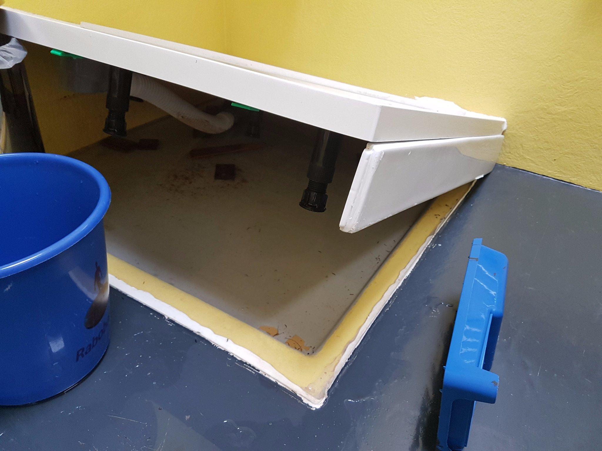 Polyester Badkamer Vloer : Polyester epoxy badkamervloer werkspot