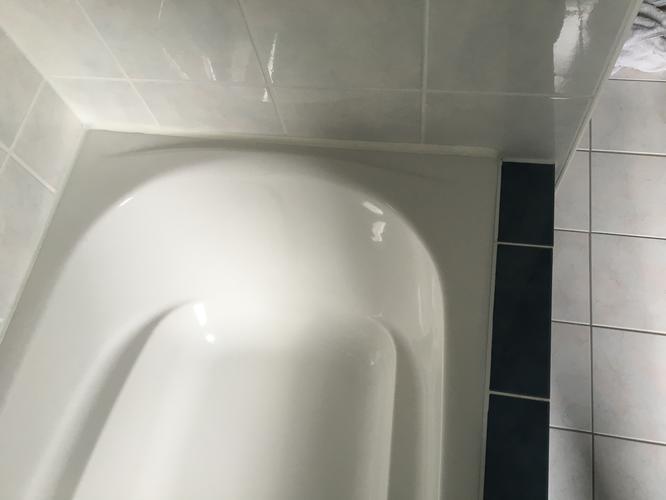 Vernieuwen kitranden in badkamer en bijwerken voegen - Werkspot