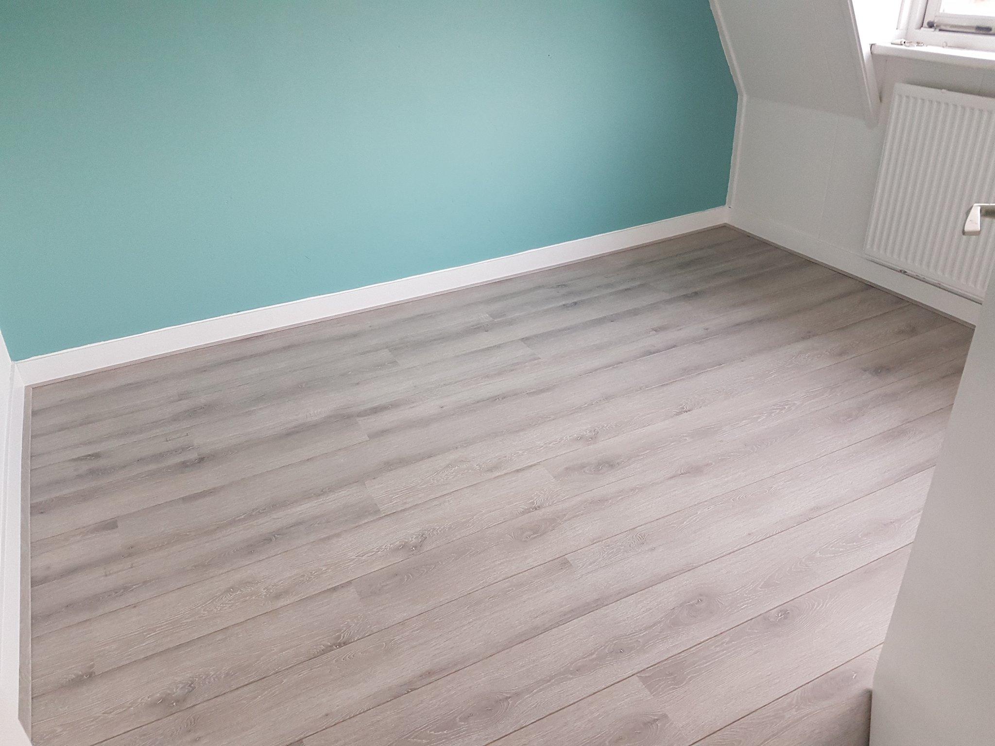 Laminaat vloer met onderplaten leggen inclusief hoge plinten cm