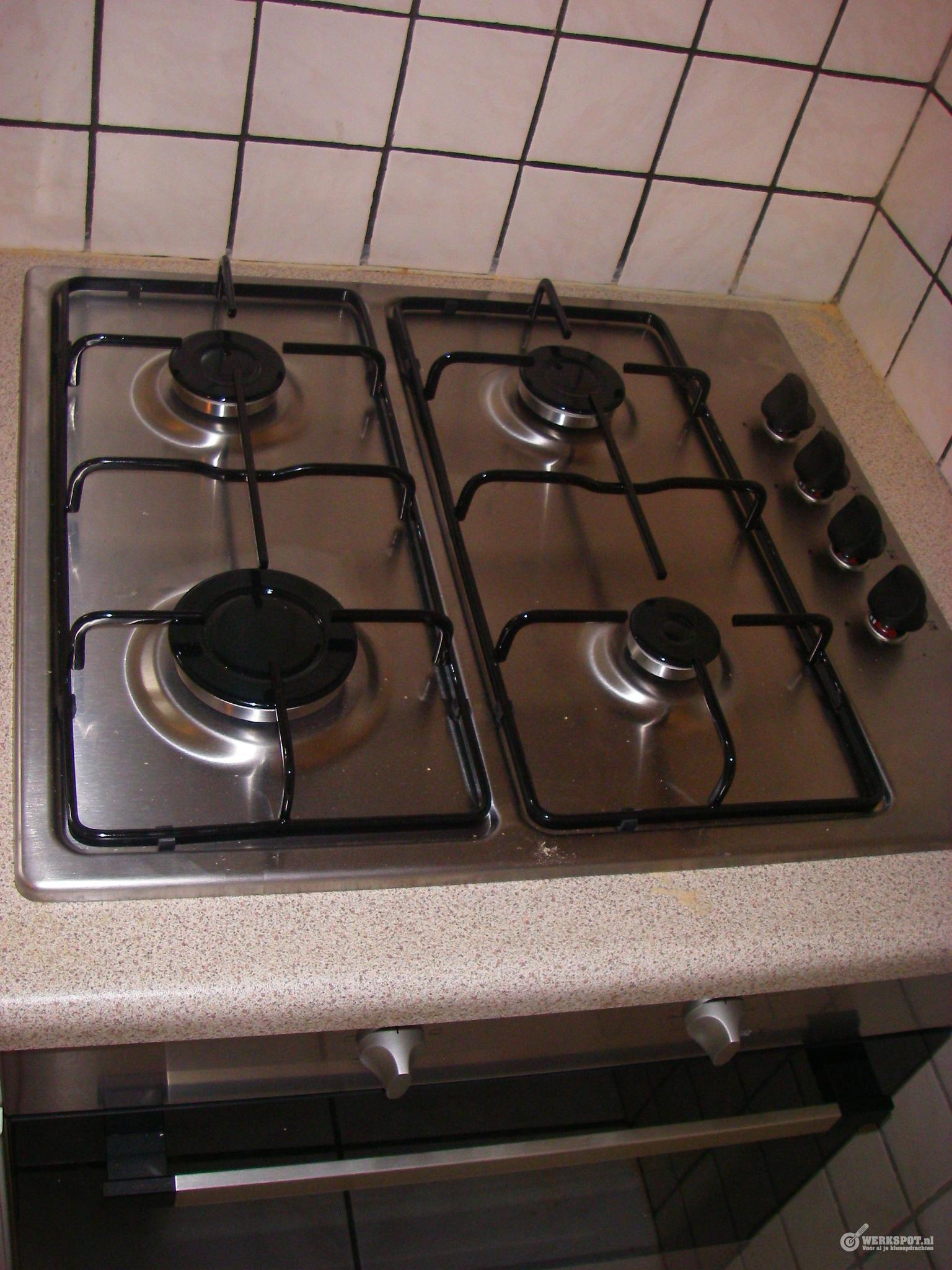 Verwonderlijk Vervangen inbouw oven met daarop inbouw kookplaat in aanrecht KZ-25
