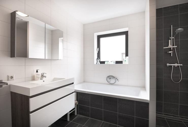 Inbouwen van 2 ramen 1 in badkamer en 1 in slaapkamer - Werkspot