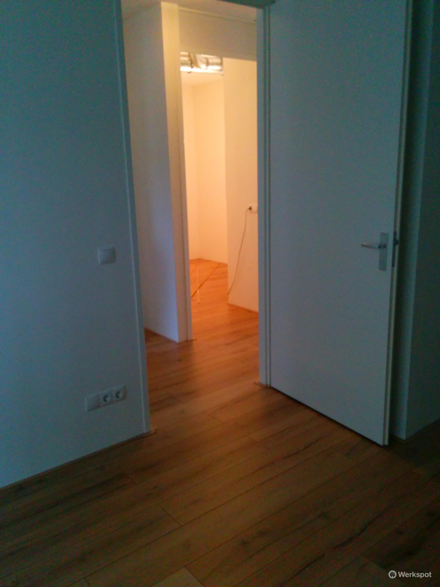 click laminaat leggen 100m2 doorleggend in appartement werkspot