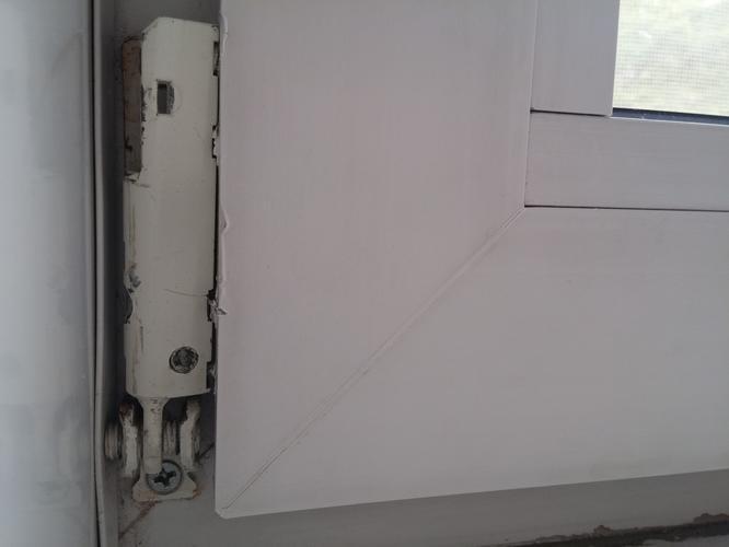 Vaak vervangen van een scharnier kunststof kozijn. draai kiep raam MM56