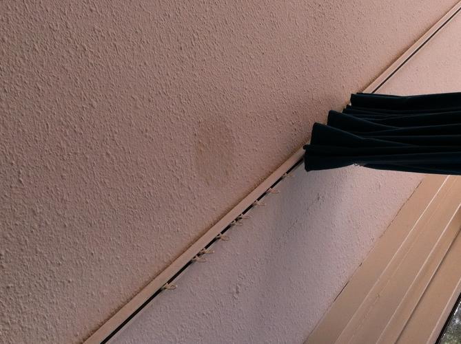 Lekkage verhelpen in woonkamer plafond - Werkspot