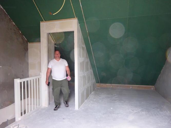 Zolder afsluiten met gipsblokken wand werkspot for Wanden nieuwbouwwoning afwerken