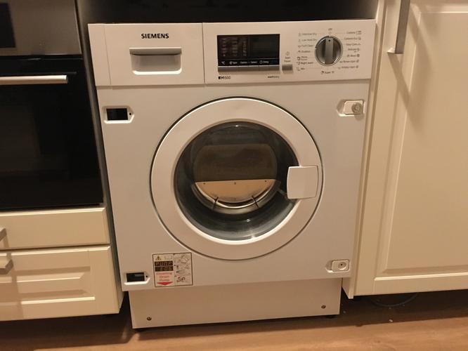 Aanpassen Scharnier En Plaatsen Plint Deur Inbouw Wasmachine In