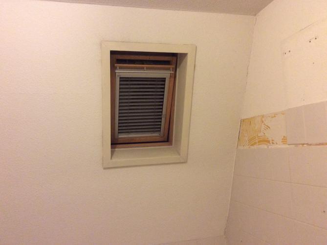 Trespa plaat plaatsen in de badkamer. - Werkspot