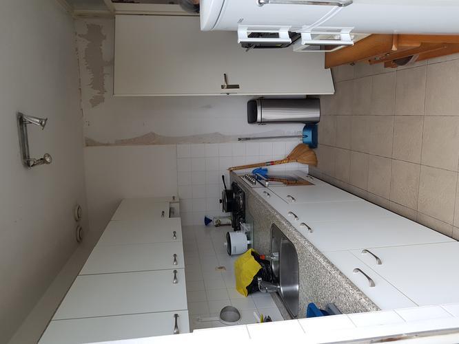 Grondig schoonmaken keuken, badkamer en toilet. Stofvrij maken ...
