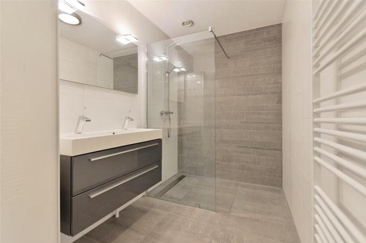 Badkamer stucen ipv betegelen badkamer ontwerp idee n voor uw huis samen met - Betegelde badkamer ontwerp ...