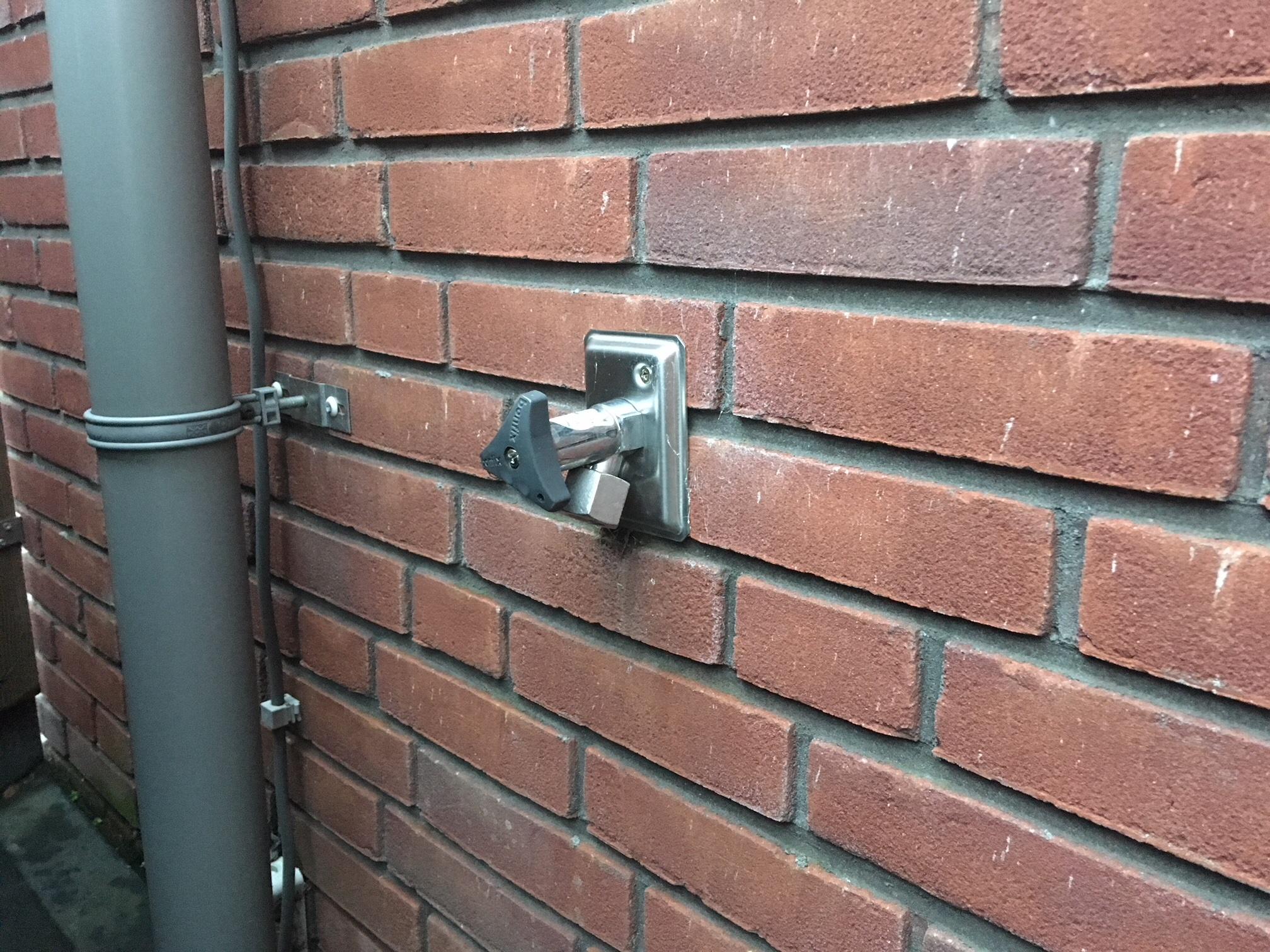 Fabulous Buitenkraan vervangen / monteren en voegen binnenzijde - Werkspot IP03