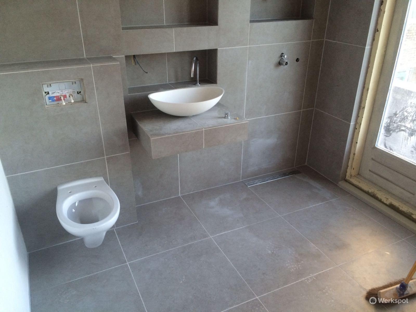 Badkamer en toilet betegelen werkspot for Toilet betegeld