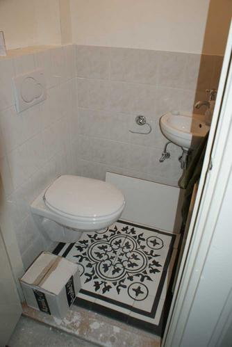 Betegelen vloer keuken en toilet werkspot - Opnieuw zijn toilet ...